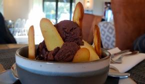 gelato with cookies!